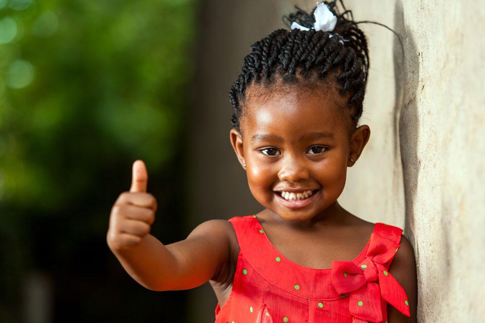 Leben braucht Wasser: Glückliches Kind